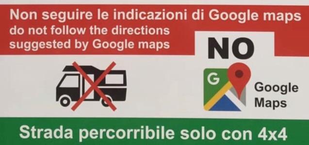 """NON USATE GOOGLE MAPS"", IN SARDEGNA I CARTELLI SALVA-TURISTI"