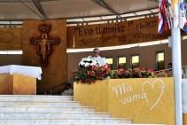 Medjugorje, B.V.M. Assunta 2015: Omelia presso l'Altare esterno – Foto di Sardegna Terra di pace – Tutti i diritti riservati