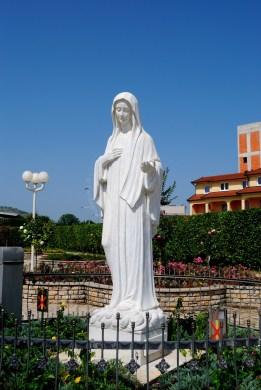 Medjugorje, Anniversario Apparizioni 2016: Statua della Regina della Pace – Foto di Sardegna Terra di pace – Tutti i diritti riservati