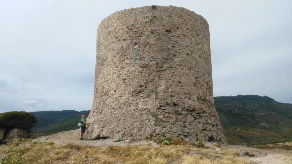 Ai piedi della torre