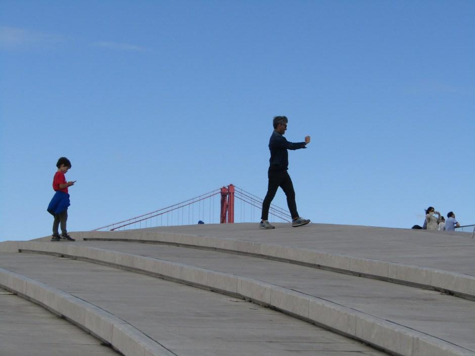 Dal MAAT si scorge il ponte 25 Abril