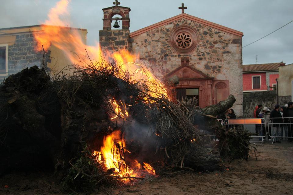 Il fuoco di Sant'Antonio in Sardegna tra leggenda e tradizione | Sardinia Mood