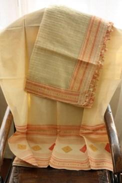 A gumkharu design on Tos muga and gaari pat