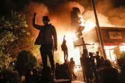 Zerschmettere die Wirtschaft, verbrenne die Städte, infiziere die Menschen: der böse Plan, Amerika neu zu gestalten