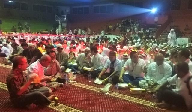 #BukberAdaro Buka Bersama 1000 anak yatim - duduk