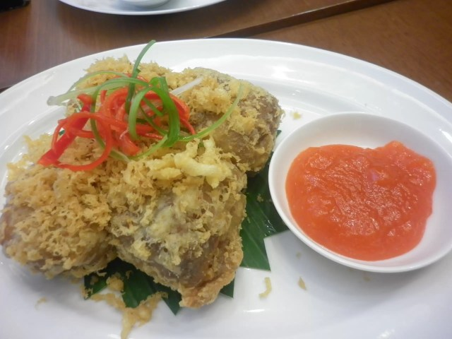 Tahu Goreng (Very Recommended) berisi ayam. Cerenti Restaurant Grand Zuri BSD ~ CopyRight: www.sarinovita.com
