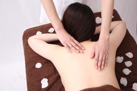 背中の痒みの原因と改善方法!湿疹やブツブツは病気なの?