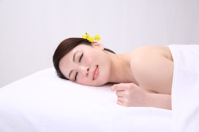 コラーゲンの役割と効能【お肌の潤いや保湿効果】