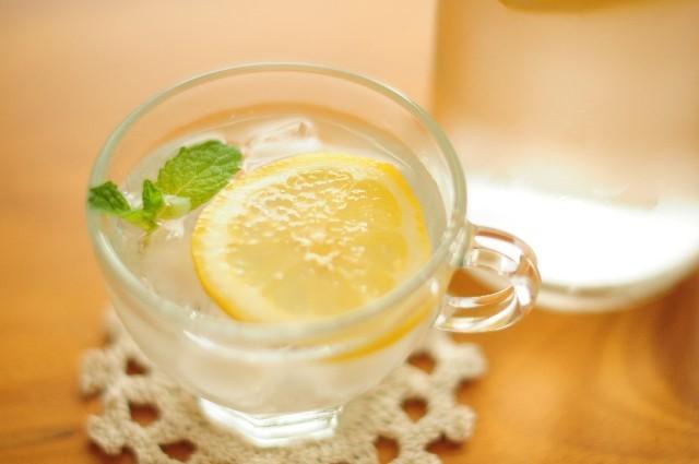 レモン水の作り方と効果・効能【便秘解消やダイエット】