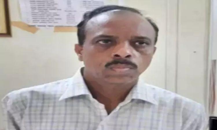 Anti-Corruption   yaval municipal corporation chief baban tadvi arrested while accepting bribe