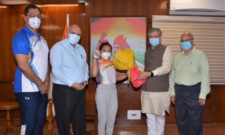 tokyo olympics 2020 | tokyo olympics 2020 indian railways felicitated mirabai chanu announced rs 2cr for weightlifter