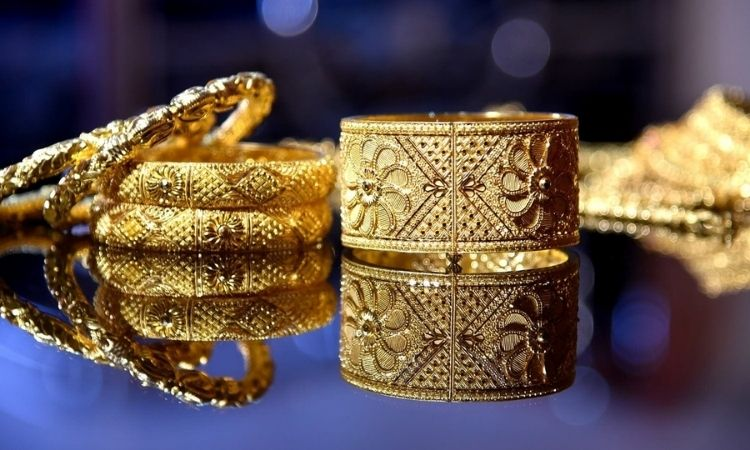 Gold price today fell to rupees 46891 per 10 gram and silver also drop down to rupees 66072 dollar