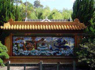 THE DRAGON WALL - A GIFT FROM QUANGDONG
