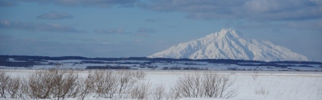 利尻富士と雪原