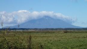 秋の利尻山と雪