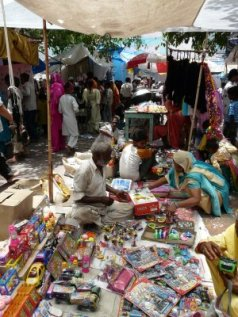 Makeshift marketplace at the western entrance to the dargah