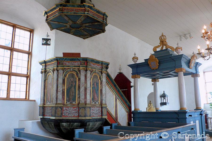 Comparing pulpits / Comparando púlpitos / Comparant chaires