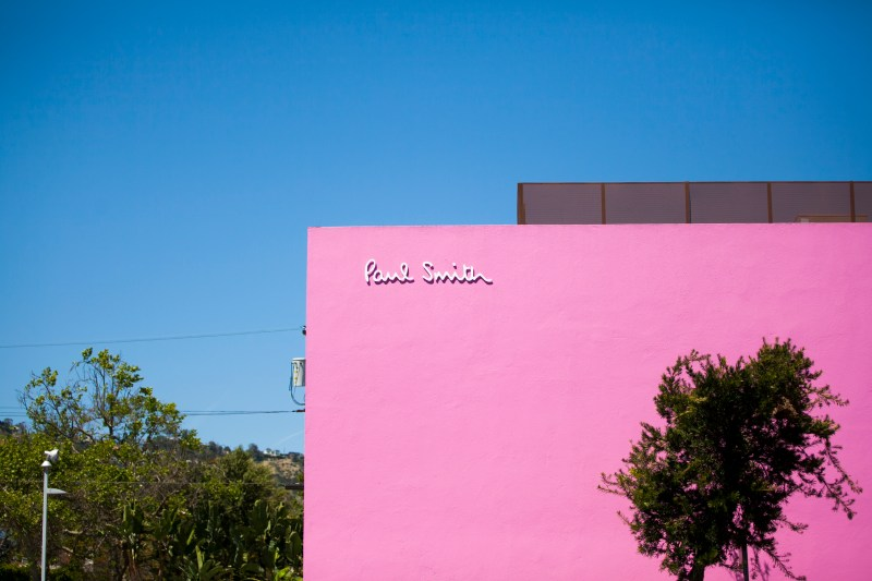 paul-smith-pink-wall-instagram-melrose-los-angeles-sartorially-oc