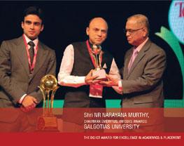 galgotias chairman receiving excellent award