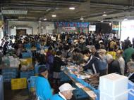 さかなまつり鮮魚の販売風景
