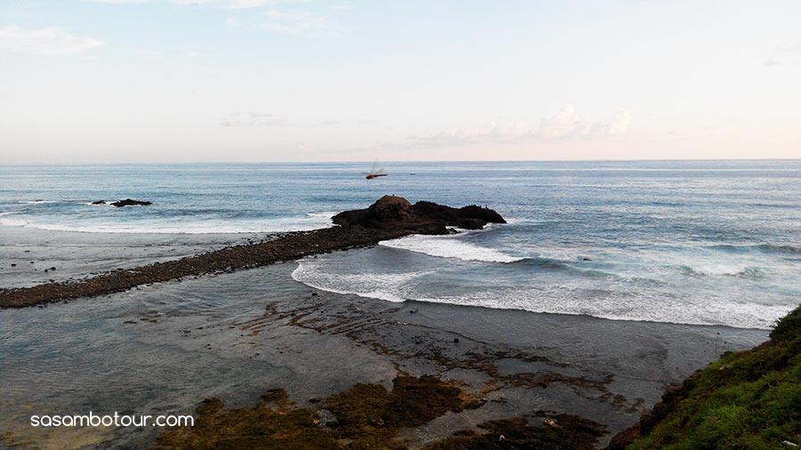 Pesona Pantai Seger di Lombok