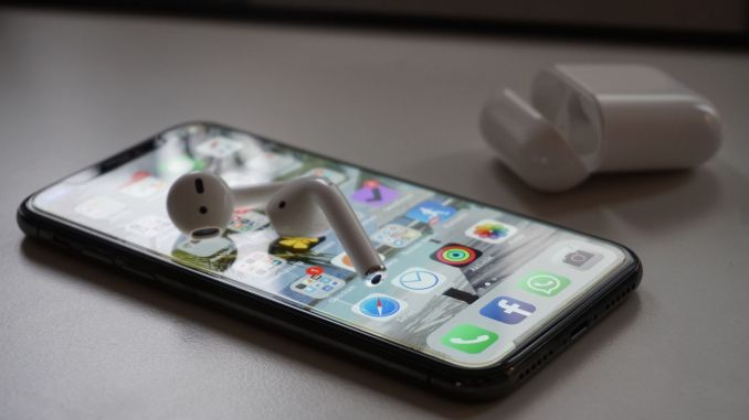 AirPods in testing while jogging and phoning: And it has made a boom! Photo: Sascha Tegtmeyer