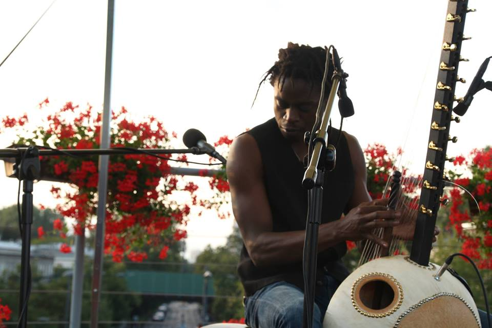 2018-07-15: Muzyczne dachowanie: Buba Badjie Kuyateh i Bantamba Bantamba