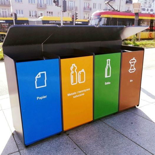 Kosze uliczne do selektywnej zbiórki odpadów, na Saskiej Kępie