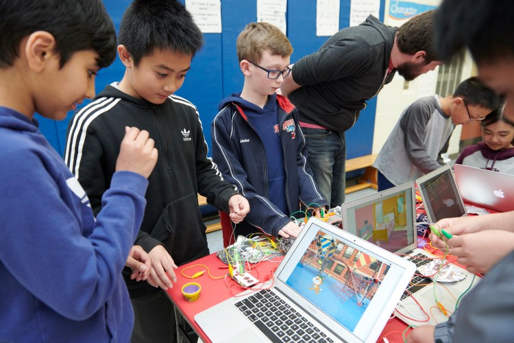 Makey Makey and Virtual Reality with Canada Learning Code