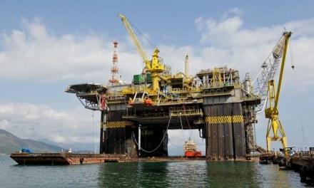 Petroleiros denunciam entrega do pré-sal a um centavo o litro