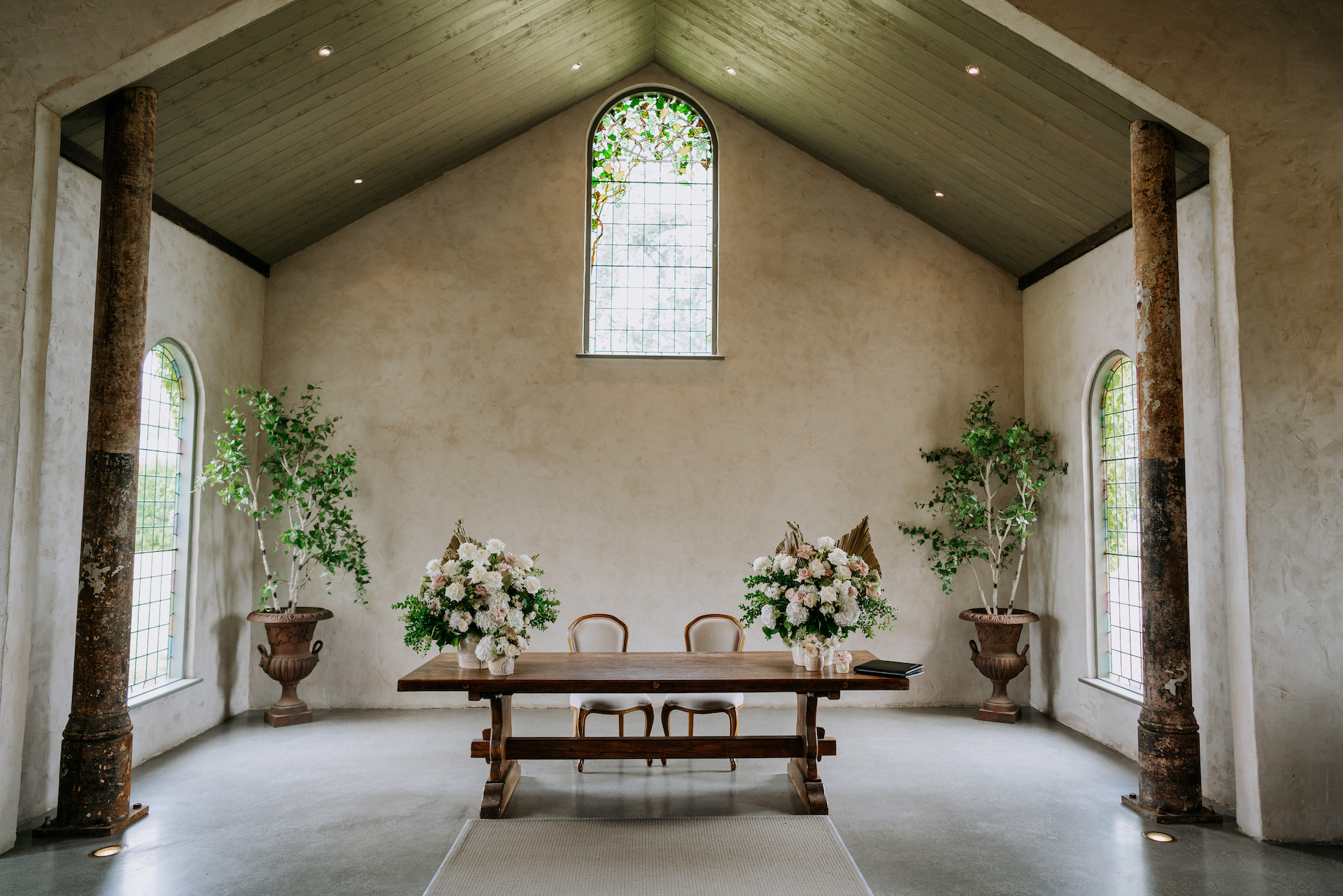 Foam free chapel wedding flowers at Stones of the Yarra Valley.