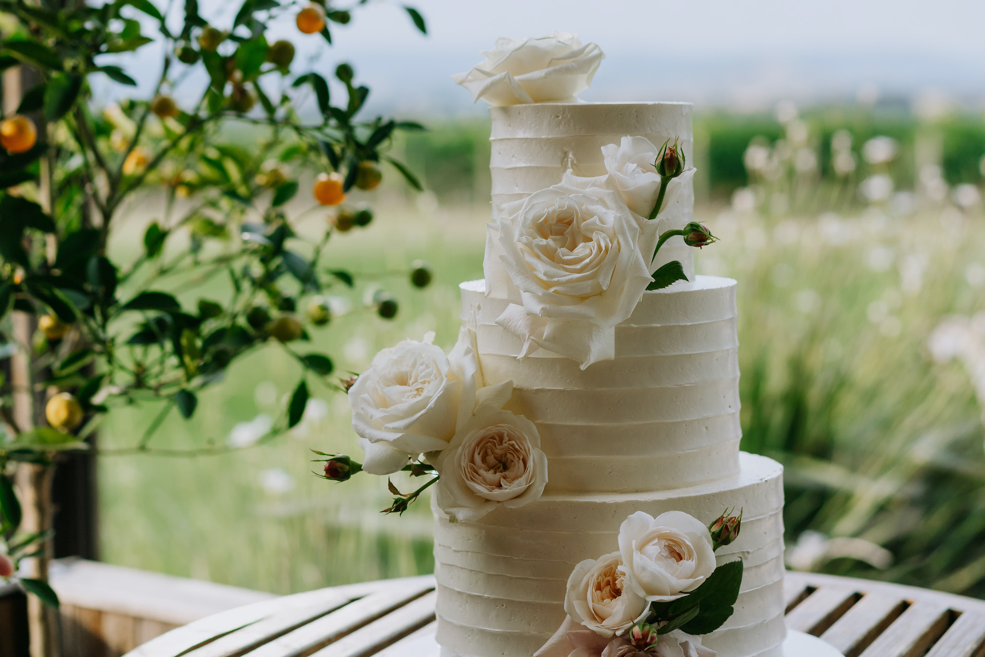 Stones of the Yarra Valley modern wedding cake with neutral wedding flowers by Sassafras Flower Design.
