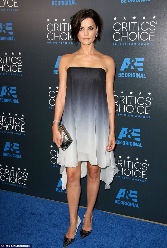 Jaimie Alexander In Halston Heritage Ombre Dress At