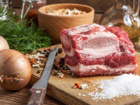 Raw Brisket & Onions