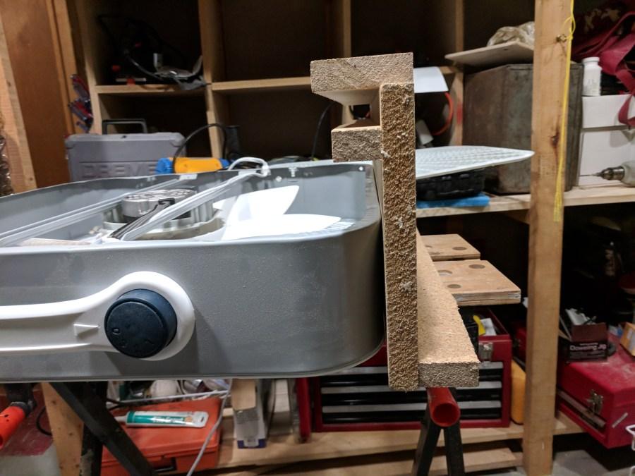 Box fan air cleaner bracket detail