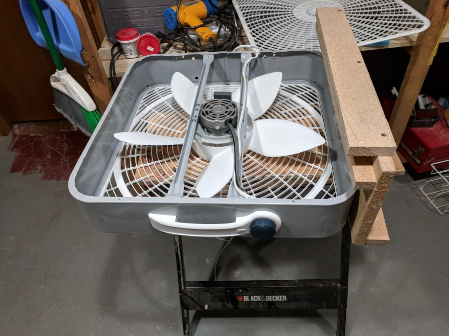 Box fan air cleaner bracket