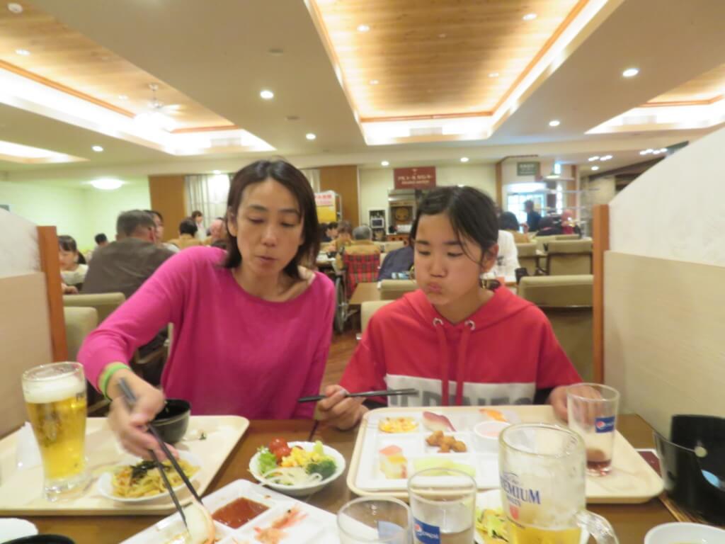 仕事の合間に子供たちの宿題・食事・遊びと忙しくしています