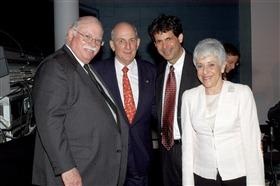 من اليسار مايكل ستاينهارت، تشارلز برونفمان، واين فايرستون ولين شوسترمان