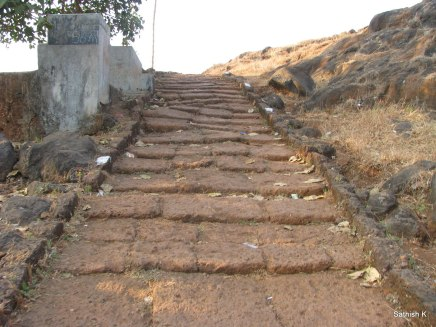 Not steep steps, Kadyawarcha Temple, Anjarle