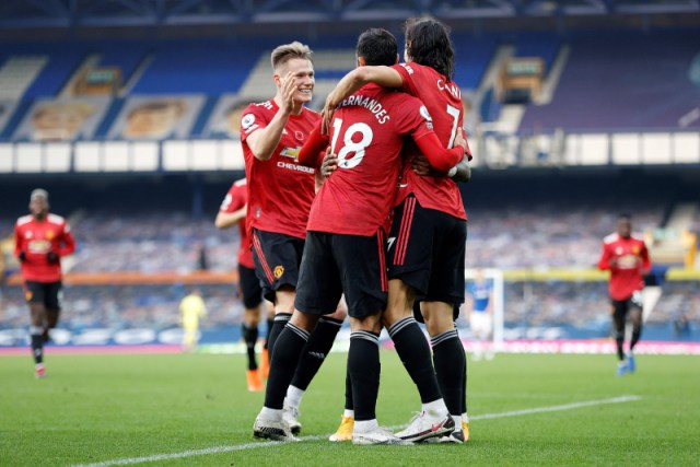 Fernandes double as Man Utd beat Everton