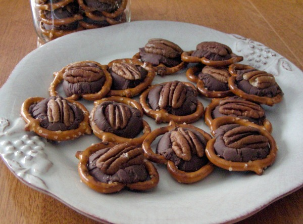 Cookie Exchange Recipe - Chocolate Caramel Pretzels
