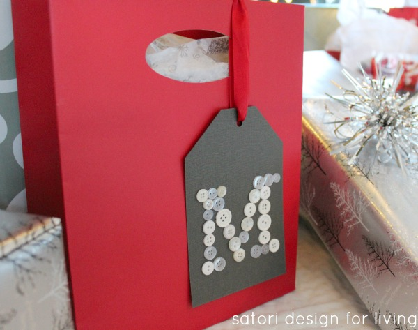 DIY Monogram Button Gift Tag - SatoriDesignforLiving.com
