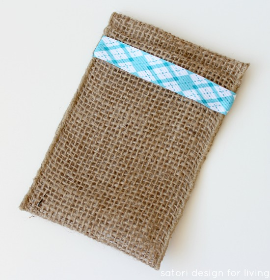 How to Make Burlap Table Favors for Your Christmas Table | Satori Design for Living