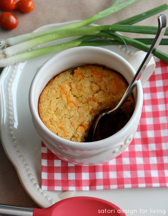 Beer Infused Game Day Chili with Jalapeno Cheddar Cornbread Crust | Satori Design for Living
