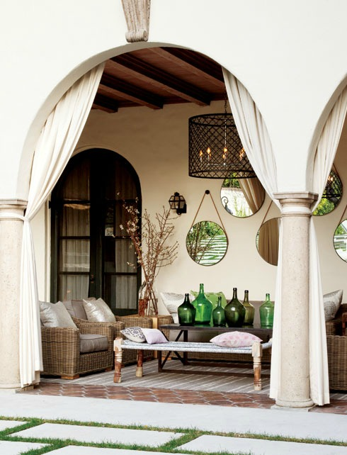 California Style - Chic Terrace - Laura McGraw via Style at Home | Photo by Donna Griffith