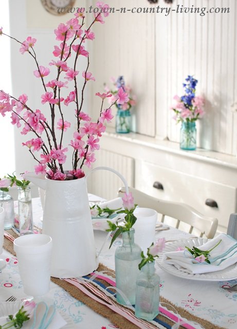 Spring Decorating Ideas: Farmhouse Dining Nook by Town and Country Living
