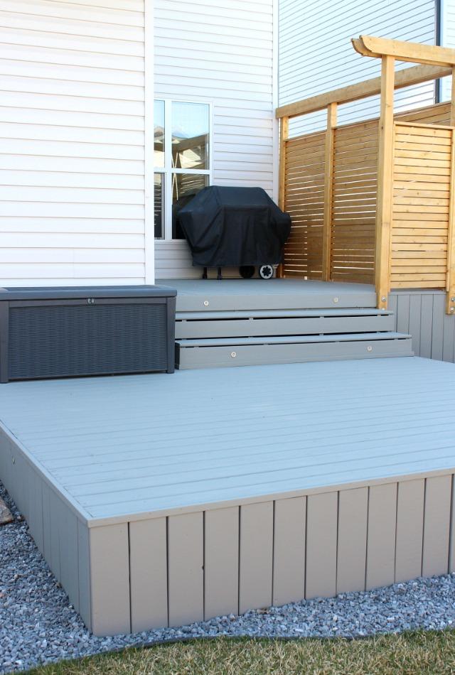 Backyard Deck Makeover - Benjamin Moore Chelsea Gray Deck HC-168 - DIY Cedar Privacy Screen