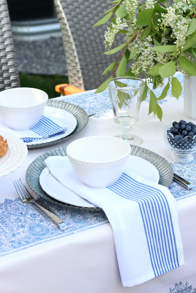 Casual Blue and White Outdoor Table Setting - Summer Brunch Ideas