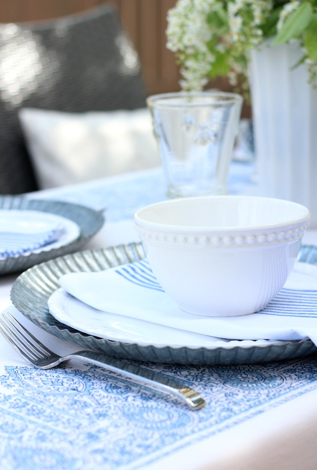 Casual Summer Outdoor Brunch - Easy Table Setting Ideas in Blue and White