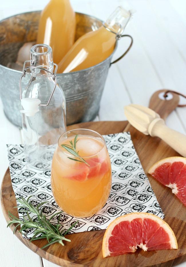 Rosemary-Infused Grapefruit Sparkler